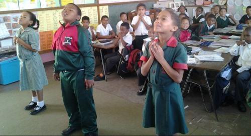 HS1700 praying children