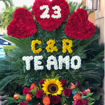 Personalized Flower Arrangement TE AMO (call For Pricing)