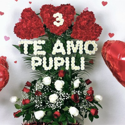 TE AMO Personalized Flower Arrangement – Aprox. 3 Ft. Tall