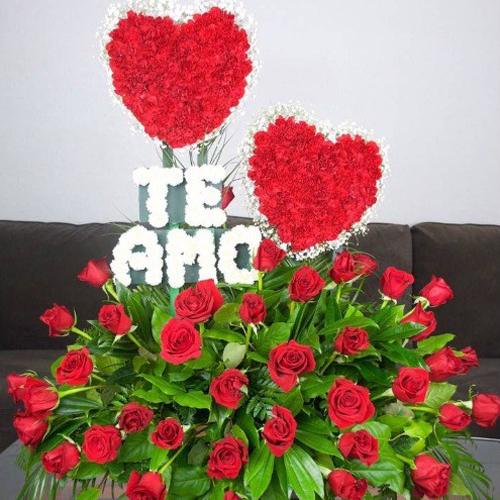TE AMO Flower Arrangements With Red Roses