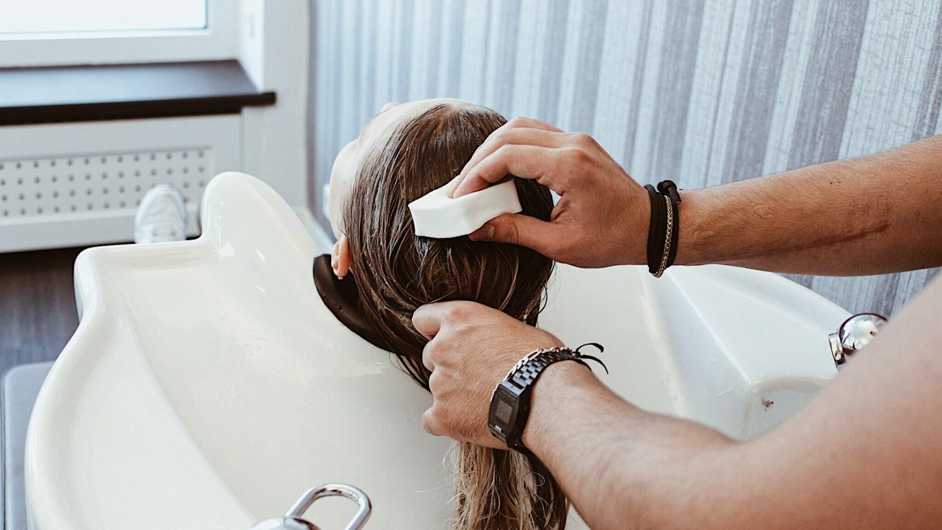 9 Fehler beim Haarewaschen