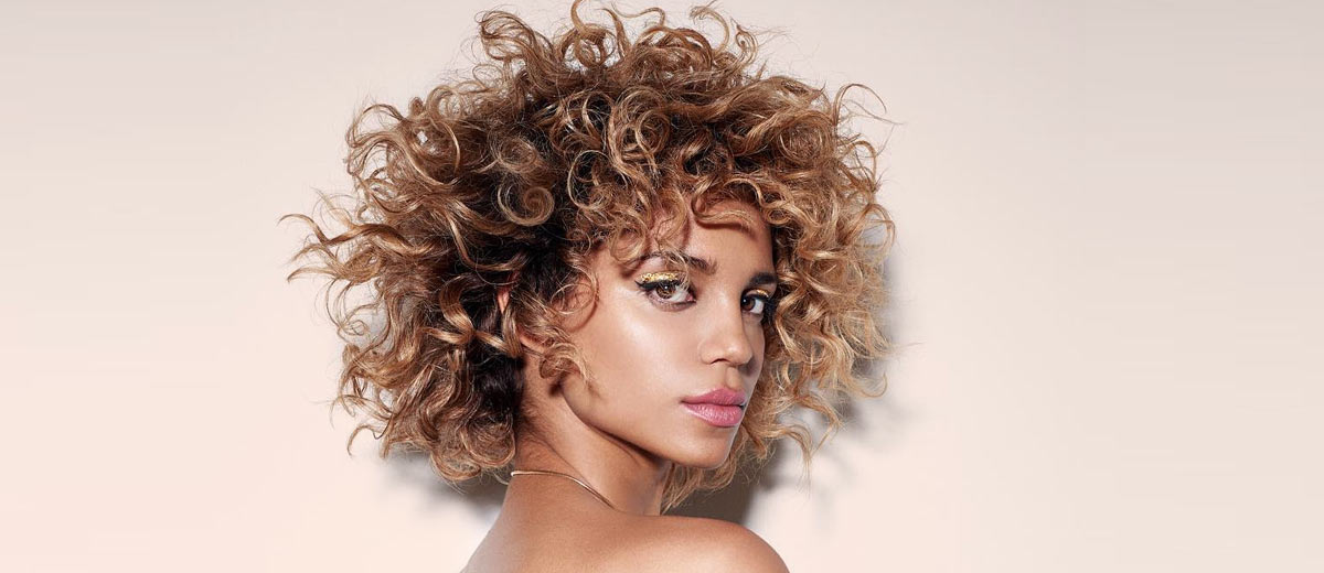 30 Fancy Ideas To Style Short Curly Hair
