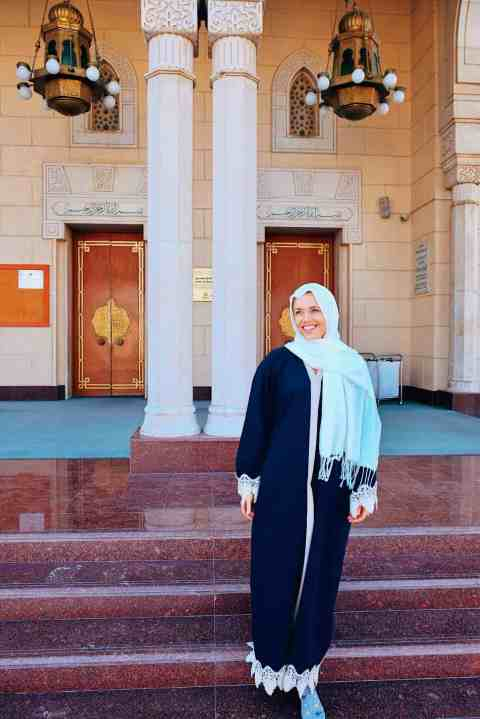 Wearing the official Abaya provided at Jumeirah Mosque in Dubai