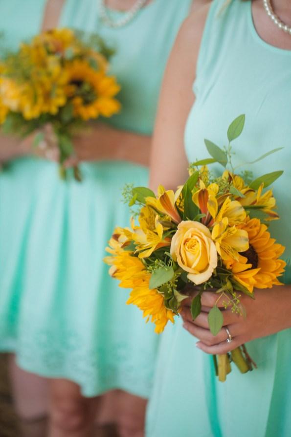 rustic-bridesmaid-bouquets