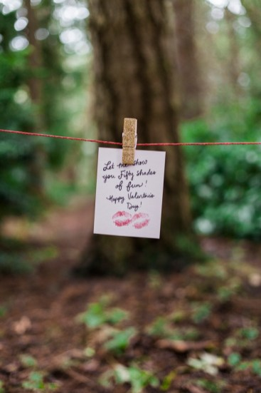 Love note decor ideas | Photography by Valentine's Day Picnic Inspiration | Emily Louise Photography