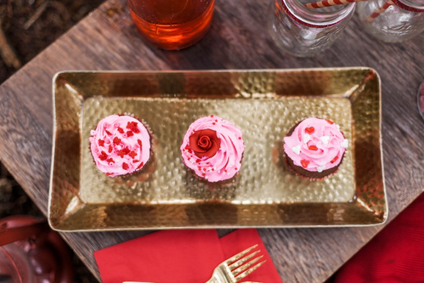 Pink and red cupcakes | Photography by Emily Louise Photography