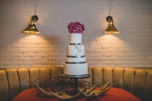 modern-boardwalk-empire-inspired-wedding-cake-edward-lai-photography