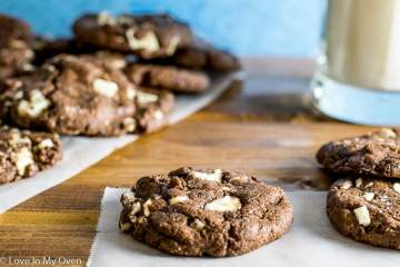 white chocolate chunk almond butter cookies