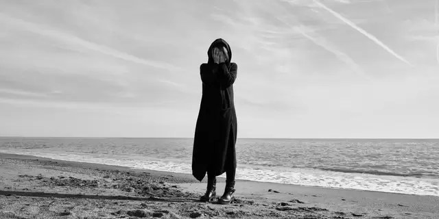 35 de semne prin care îți poți da seama dacă cineva suferă de depresie