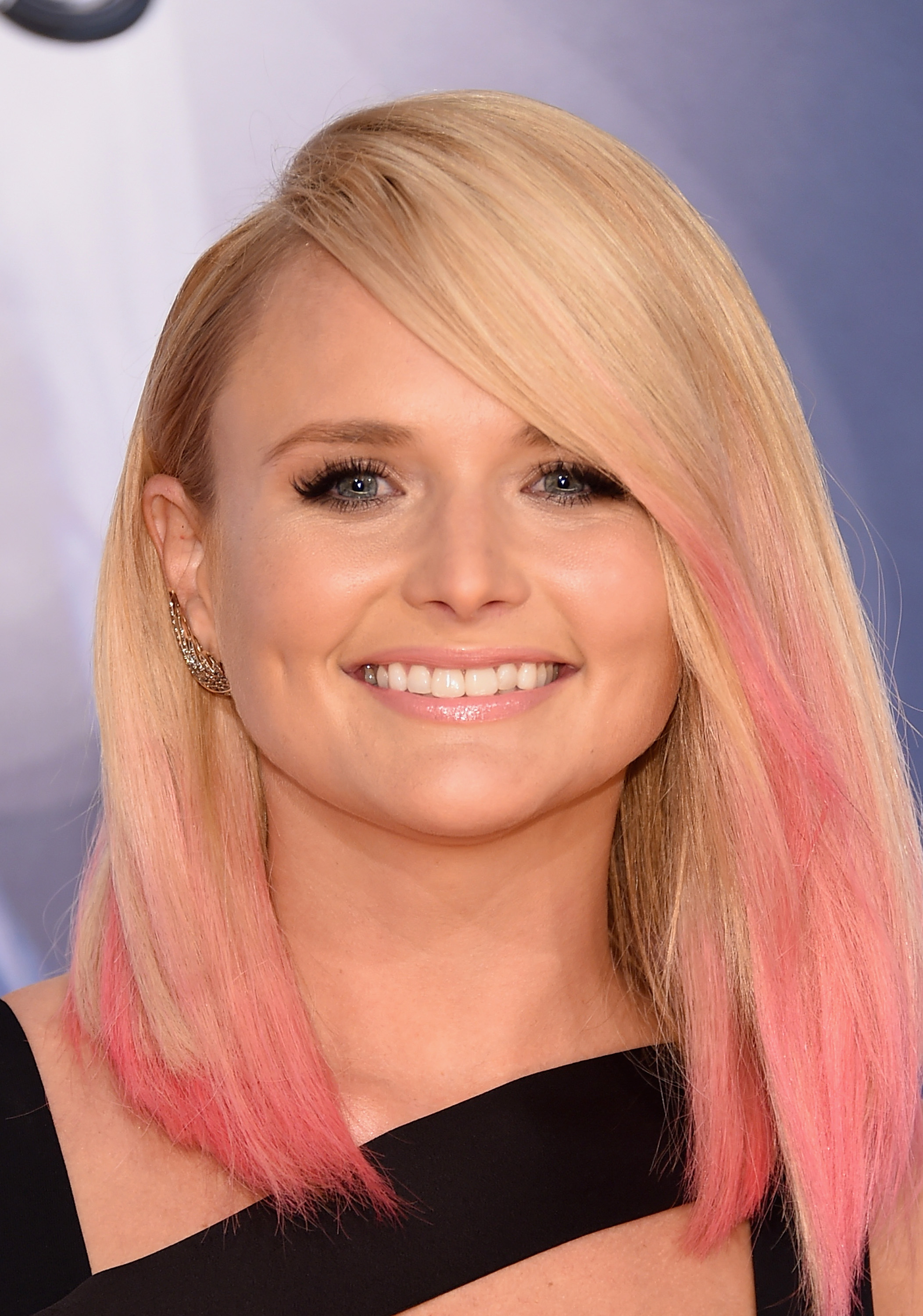 Miranda Lambert Debuts Pink Hair At 2015 CMAs So Eat Your