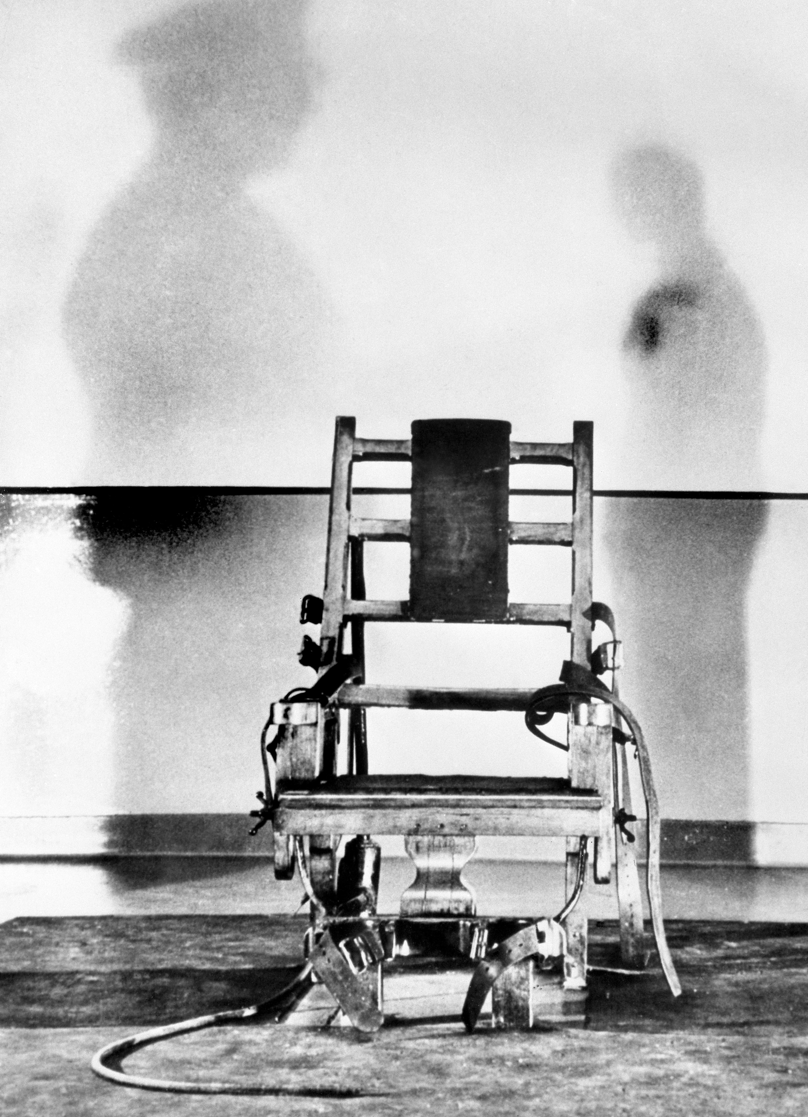 electric chair execution photos outside tables and chairs 13 female murderers 39 last meals serve a plate of bizarre