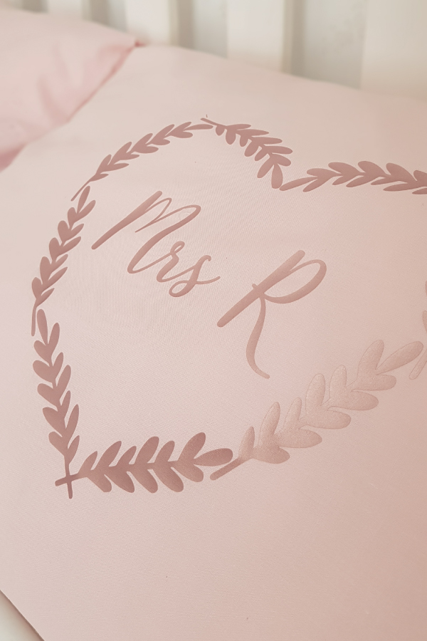 Silhouette-Cameo-Project-Vinyl-printed-mr-and-mrs-pillowcases