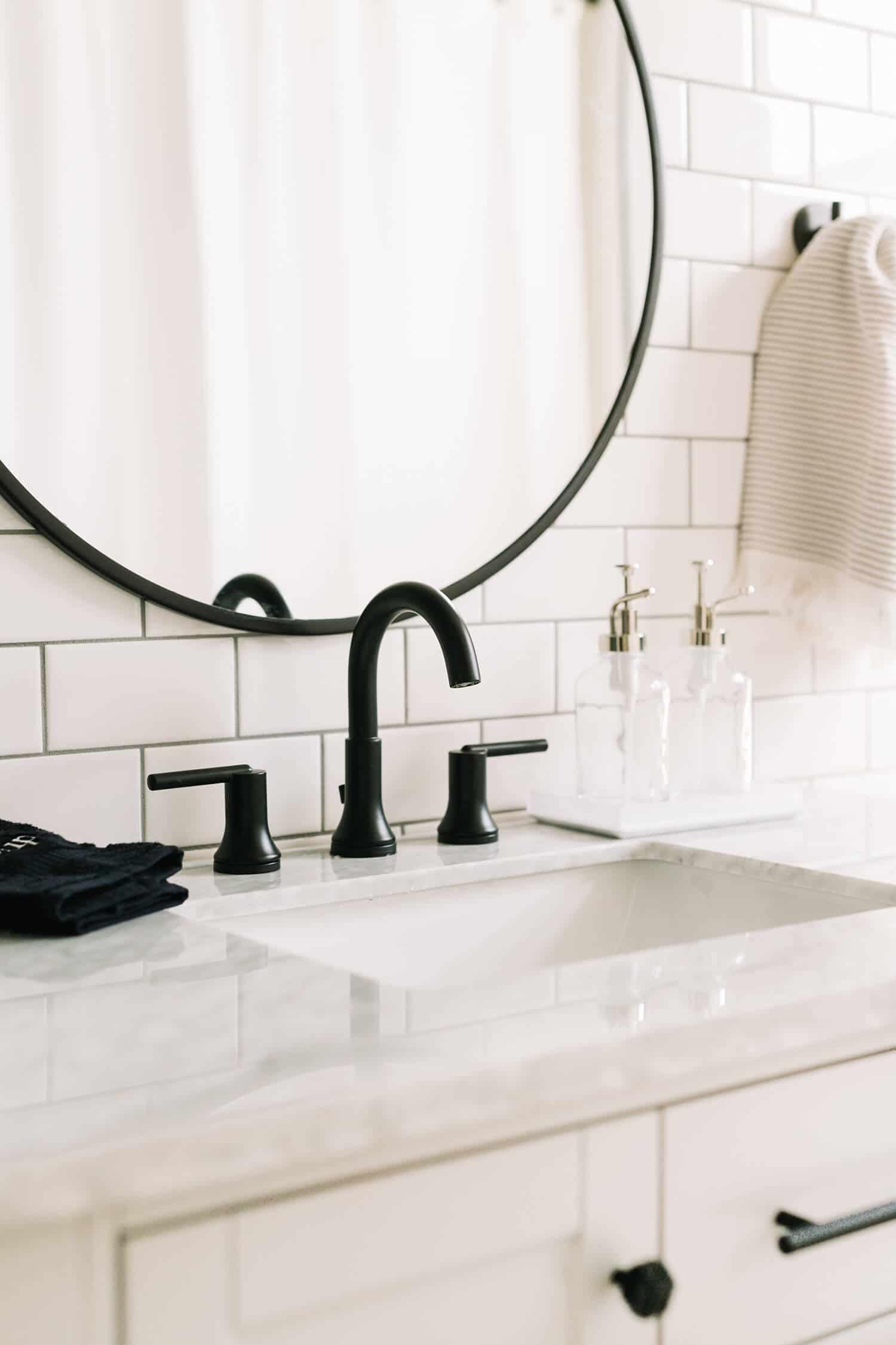elsiesnashvillebnb-Bathroom-Tour-Before-After-5