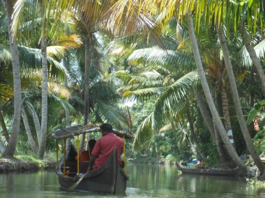 Canoeing Alleppey Alapphuza