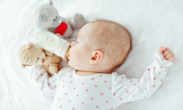 baby-sleeping-with-bottle