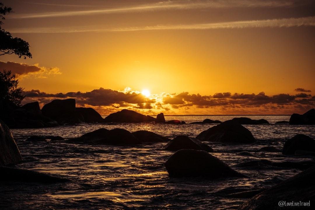 anse lazio coucher soleil praslin seychelles blog voyage lovelivetravel