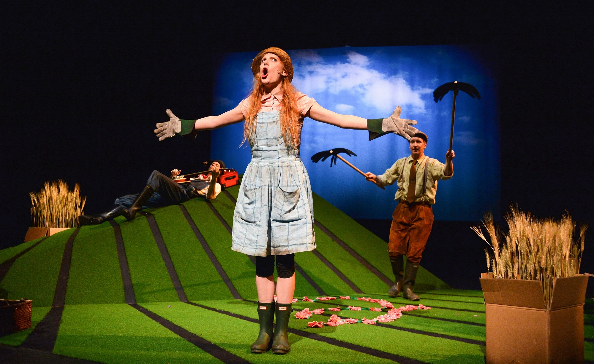 Muireann Bird (Betty O'Barley) in The Scarecrows' Wedding (Edinburgh Festival 2015). Photo Steve Ullathorne.jpg