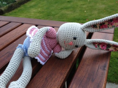 Frilly pants bunny by Lilleliis