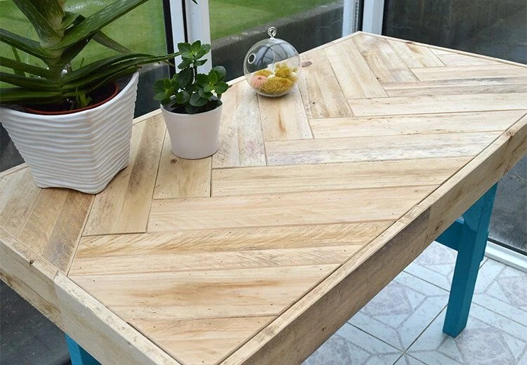build a diy pallet table with a