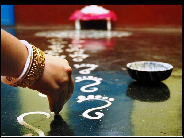 kojagari-Lakshmi-feet-alpona-bengal easy steps
