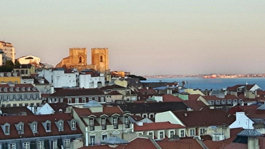 paisagem de Lisboa pôr do sol sunset rooftop hotel chiado