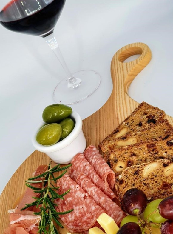 Father's Day ideas from Derbyshire small businesses wooden chopping board from Woodsquare