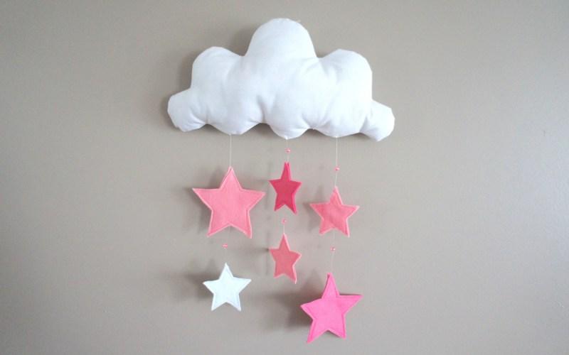 Mobile mural nuage et étoiles roses et perles
