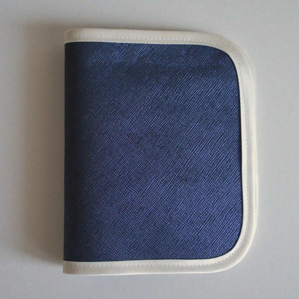 Porte papiers de voiture en cuir bleu irrisé