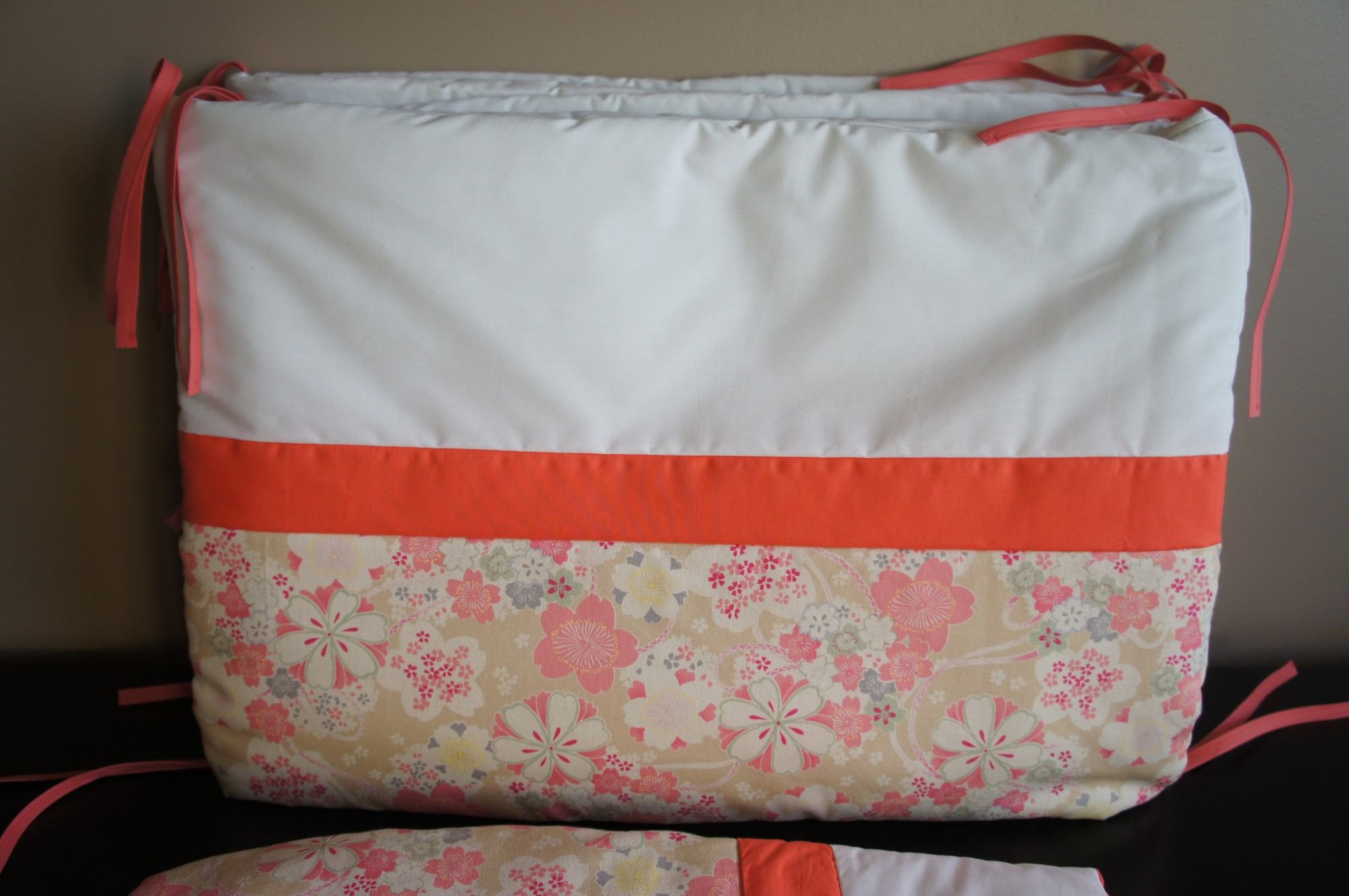 Tour de lit tissu japonais, corail et blanc
