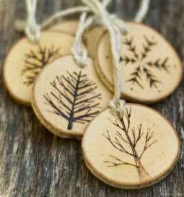 0011 Rustic DIY Wooden Christmas Ornaments Ideas