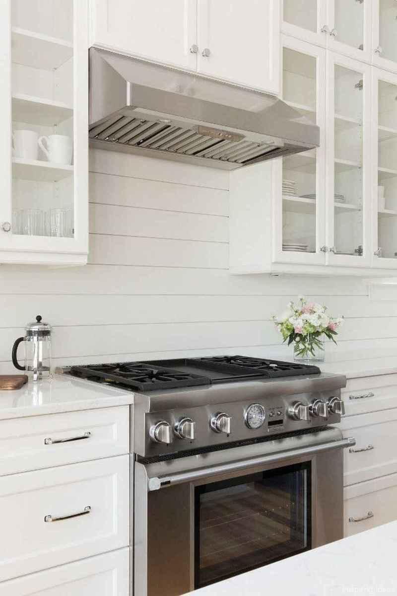 Modern Farmhouse Kitchen Backsplash Design Ideas 38