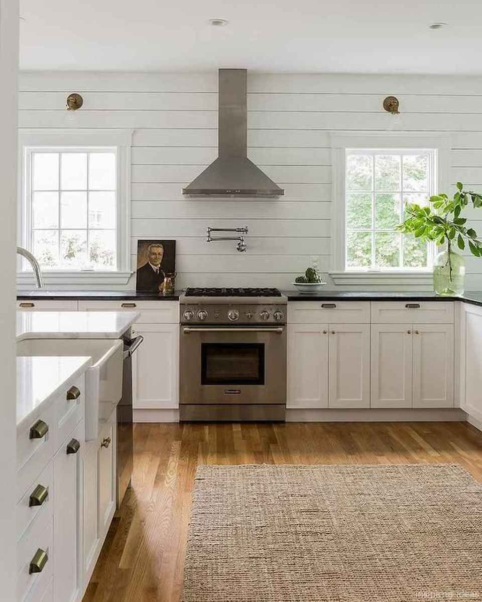 Modern Farmhouse Kitchen Backsplash Design Ideas 52