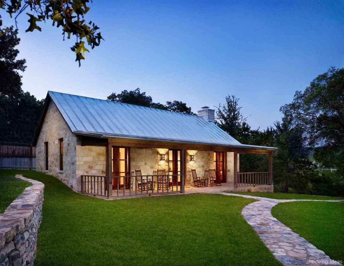 Simple Modern Farmhouse Exterior Design Ideas 13