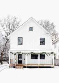 Simple Modern Farmhouse Exterior Design Ideas 19