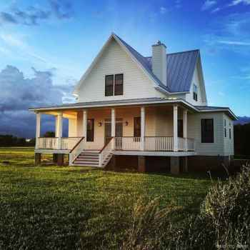 Simple Modern Farmhouse Exterior Design Ideas 22