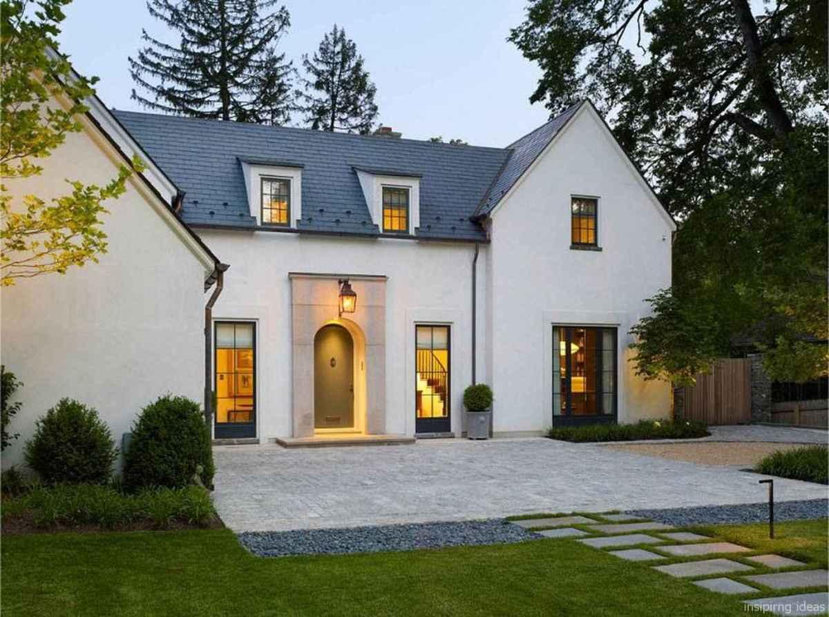 Simple Modern Farmhouse Exterior Design Ideas 43