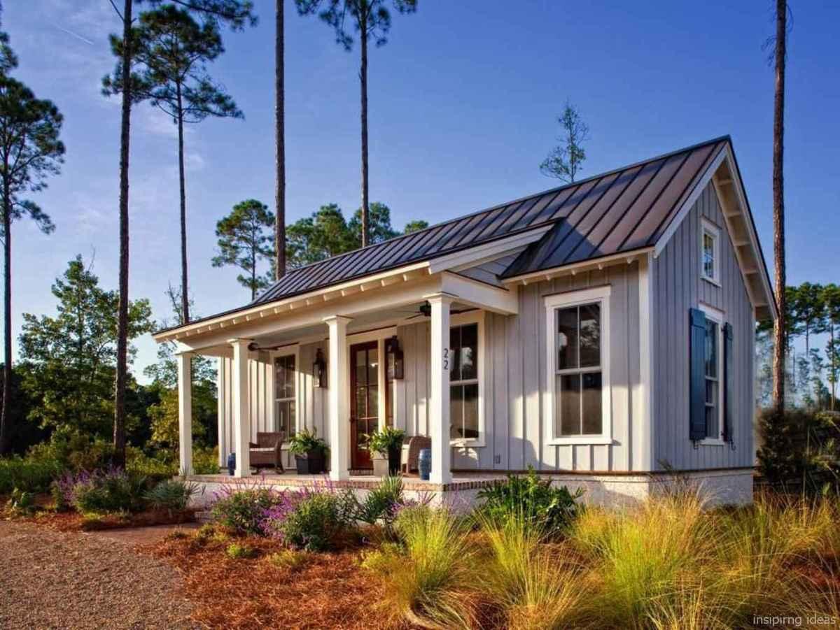 Simple Modern Farmhouse Exterior Design Ideas 47