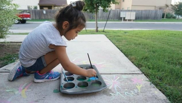 How to Make Homemade Sidewalk Chalk Paint