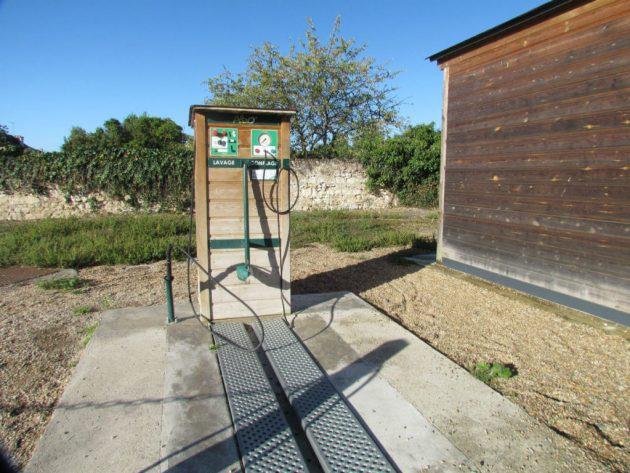 Bike wash and pump in the village of Bréhemont
