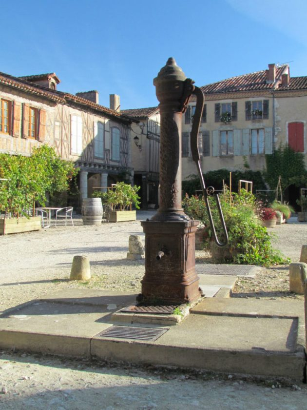 The beautiful mediaeval town of LaBastide - the town square