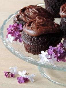 Chokolade muffins med chokoladecreme