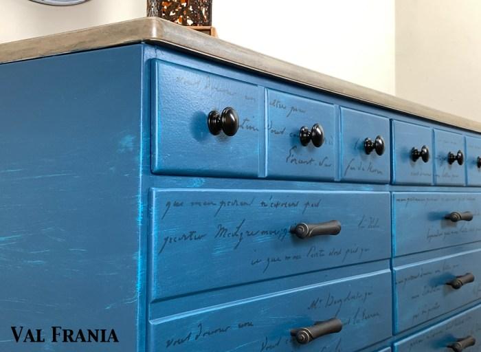 Turq Dresser side