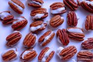 pecan-gorgonzola bites