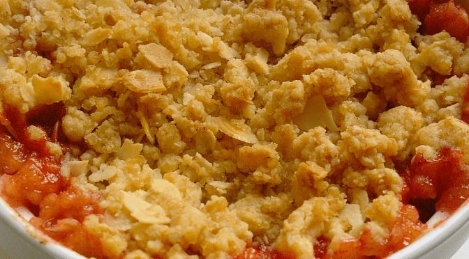 Crumble met appel en pruimen