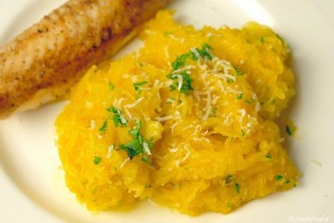 spaghettipompoen-met-knoflook-en-parmezaanse-kaas-3