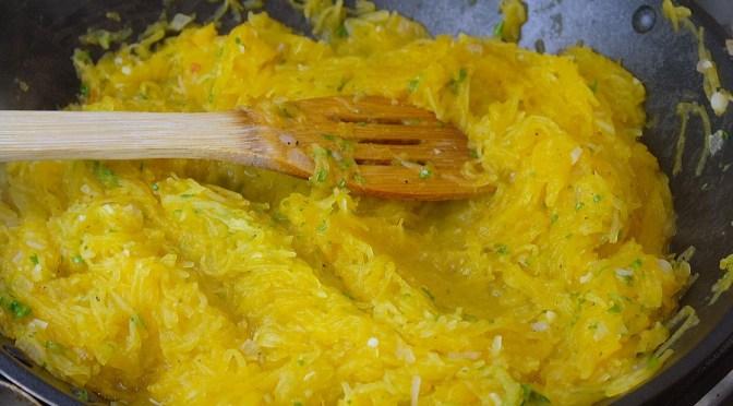 Spaghettipompoen met knoflook en peterselie
