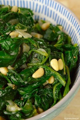 spinazie met knoflook, citroen en pijnboompitjes