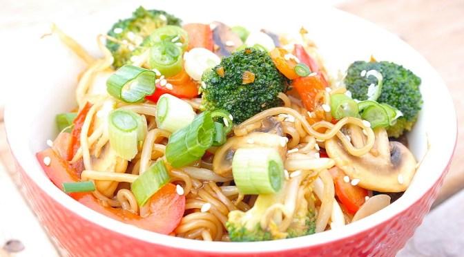 Noodles met zelfgemaakte teriyaki saus