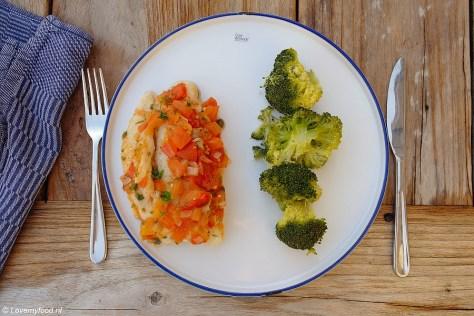 Uit de oude doos: Overnschotel met vis, kappertjes en tomaat