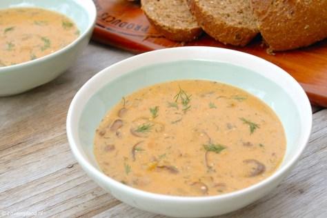 Hongaarse soep met champignons